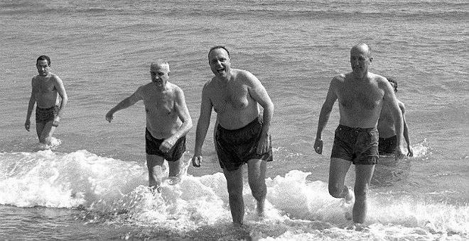 Se cumplen 50 años del baño de Fraga en aguas de Palomares