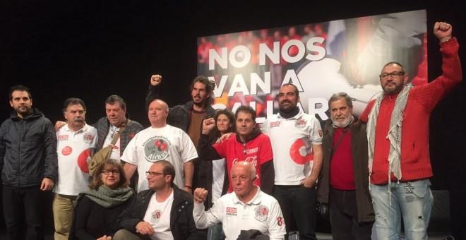 Sindicalistas encausados de Airbus y de Coca-Cola, junto a la eurodiputada de IU, Paloma López.-CCOO