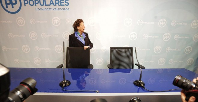 La senadora valenciana Rita Barberá, tras la constitución de los grupos parlamentarios en el Senado. / EFE