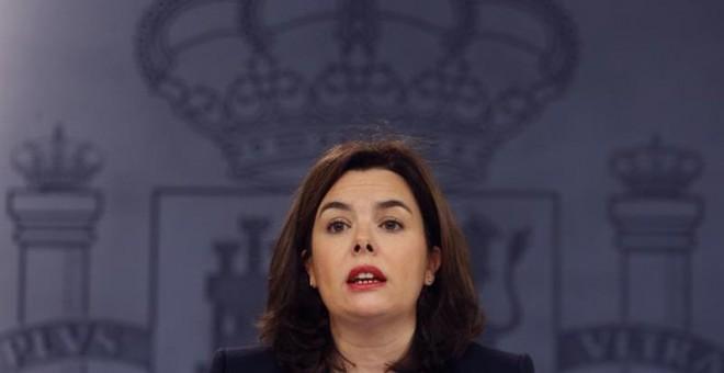 La vicepresidenta del Gobierno en funciones, Soraya Sáenz de Santamaría, durante la rueda de prensa posterior a la reunión del Consejo de Ministros. EFE/J.J.Guillen