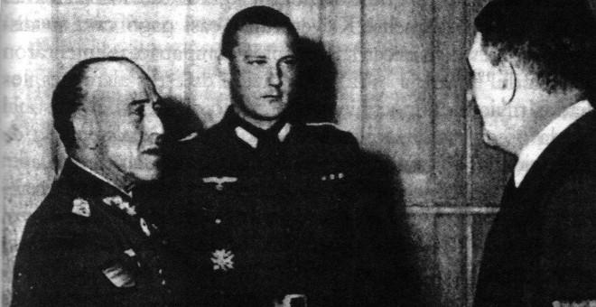 Hans Hoffman junto a Franco