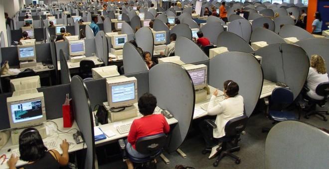 Foto de archivo de un 'call center' (centro de atención al cliente) ubicado en el Estado español.