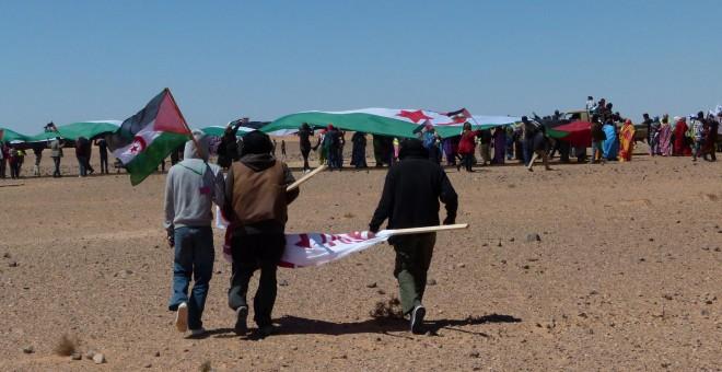 Manifestación frente al muro.
