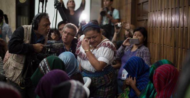 La premio Nobel de Paz Rigoberta Menchú asiste a la audiencia de condena contra el teniente coronel retirado Esteelmen Francisco Reyes Girón y el exparamilitar Heriberto Valdéz Asij  en un tribunal en Ciudad de Guatemala (Guatemala). EFE/Esteban Biba
