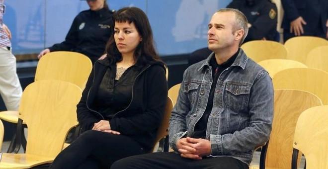 Francisco Solar y Mónica Caballero, acusados de colocar un artefacto explosivo en la Basílica del Pilar de Zaragoza en octubre de 2013. EFE