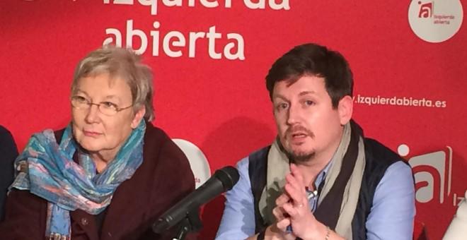 Teresa Aranguren y Tasio Oliver, encabezan la candidatura de Izquierda Abierta para la asamblea de IU.