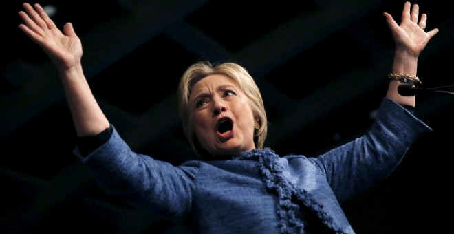 Hillary Clinton saluda a sus seguidores en West Palm Beach, Florida. - REUTERS