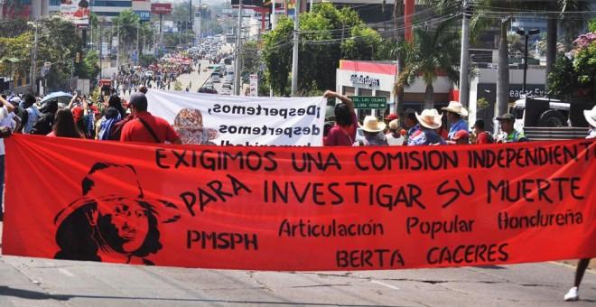 Manifestación en Honduras exigiendo justicia tras el asesinato de la líder indígena Berta Cáceres. EFE