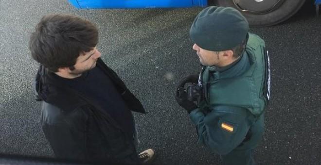 Un control de la Guardia Civil durante la celebración del Aberri Eguna. / @rsanturtzi