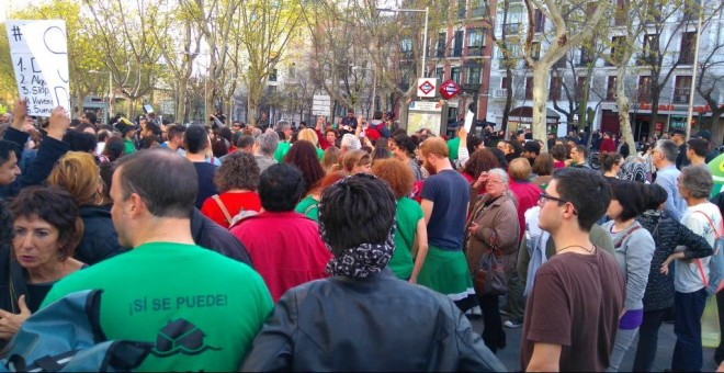 Cacerolada en Madrid a favor de la Ley 24/2015 de la PAH. Cuenta de twitter de la PAH