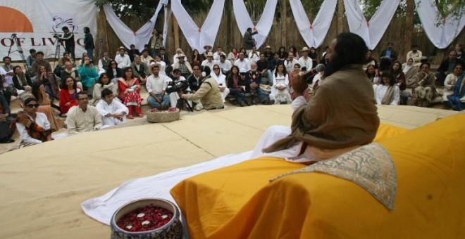 El gurú espiritual indio Sri Sri Ravi Shankar, en la inauguración de un centro de su Fundación en Islamabad AFP / Farooq Naeem