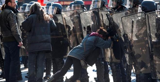 Varias personas resultaron heridas en la manifestación de París. / JEREMY LEMPIN (EFE)