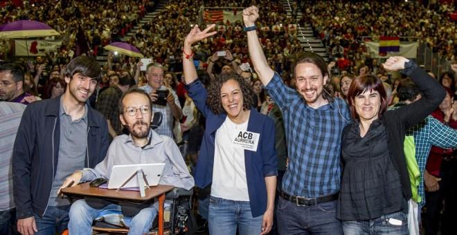 El lider de Podemos, Pablo Iglesias, junto al secretario de Organización, Pablo Echenique, Eduardo Maura, la diputada en el Congreso por Guipúzcoa, Nagua Alba, y la senadora por Bizkaia, Miren Gorrotxategi, en Barakaldo. EFE/Iñaki Andrés