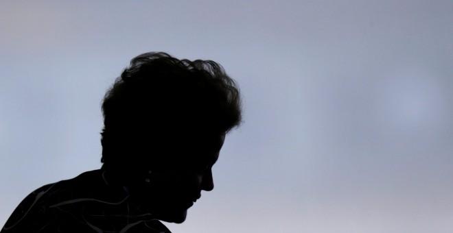 La silueta de la presidenta de Brasil, Dilma Rousseff, durante una ceremonia en el Palacio de Planalto. - REUTERS