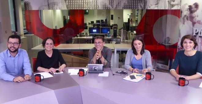 De izquierda a derecha: Ignasi Candela (Compromís), Clara Alonso (IU), Juan Carlos Monedero, Irene Montero (Podemos) y Rosa Martínez (Compromís)