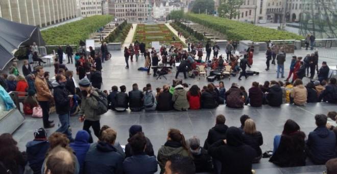 Concentración del 15-M belga frente al Mont des Arts, en el centro de Bruselas. Twitter - @marcheparis