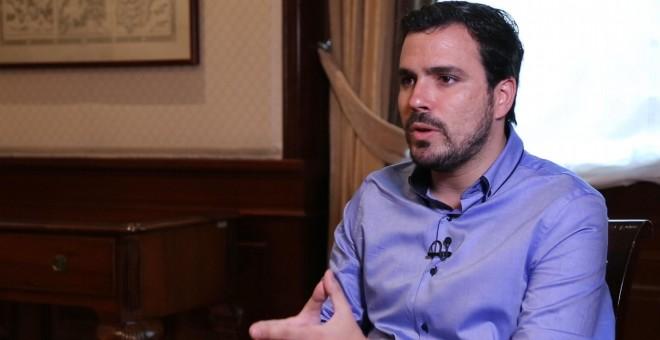 Alberto Garzón durante la entrevista en el Congreso.- PÚBLICO