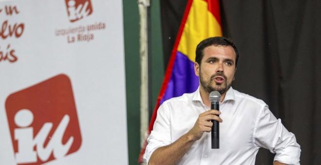 El líder de IU Alberto Garzón durante su intervención en un acto de la precampaña electoral celebrado en Logroño, su ciudad natal. EFE/Abel Alonso