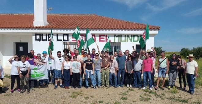 Los miembros del Sindicato Andaluz de Trabajadores (SAT), entre ellos Diego Cañamero, en la finca Somonte, propiedad de la Junta de Andalucía. SAT