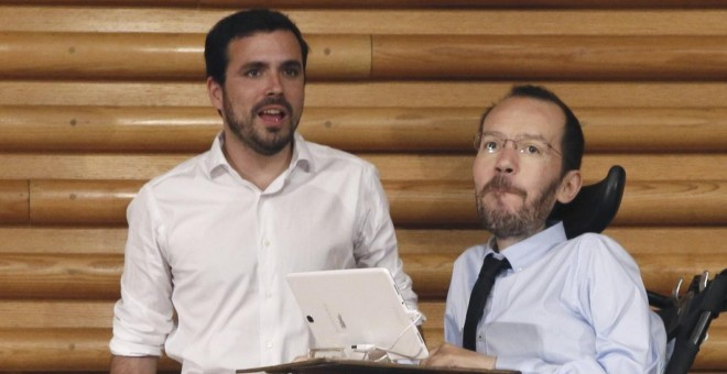 Alberto Garzón con Pablo Echenique, en la XI Asamblea Federal de IU. EFE