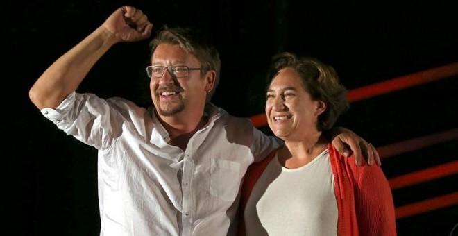 El candidato de En Comú Podem, Xavier Domènech, y la alcaldea de Barcelona, Ada Colau, durante el acto electoral de inicio de campaña. EFE/Toni Albir.