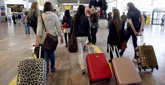 Desde 2009, 218.000 jóvenes han abandonado el país. EFE