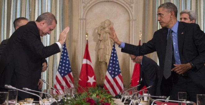 Los presidentes de Turquía y EEUU, Recep Tayyip Erdogan y Barack Obama, durante una una reunión en París. - AFP
