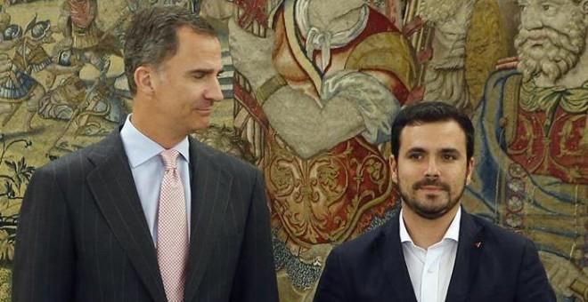 El rey Felipe recibe al coordinador federal de IU, Alberto Garzón, en el marco de su ronda de consultas con las formaciones políticas parlamentarias, esta tarde en el Palacio de la Zarzuela. EFE/J.J. Guillen ***POOL***