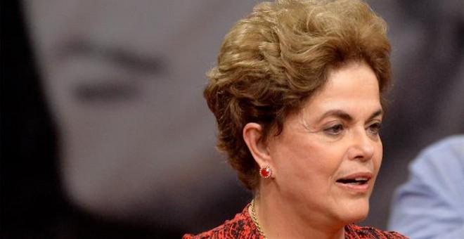 La presidenta brasileña Dilma Rousseff, suspendida de sus funciones por un juicio de destitución, habla en un acto en Brasilia (Brasil). EFE/Cadu Gomes