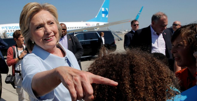Hillary Clinton llegando ayer a Cleveland. /REUTERS
