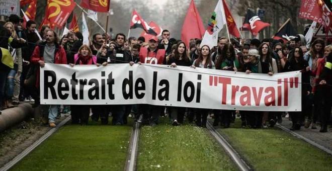 Una manifestación de sindicatos y estudiantes contra la reforma laboral en Estrasburgo, Francia.- AFP