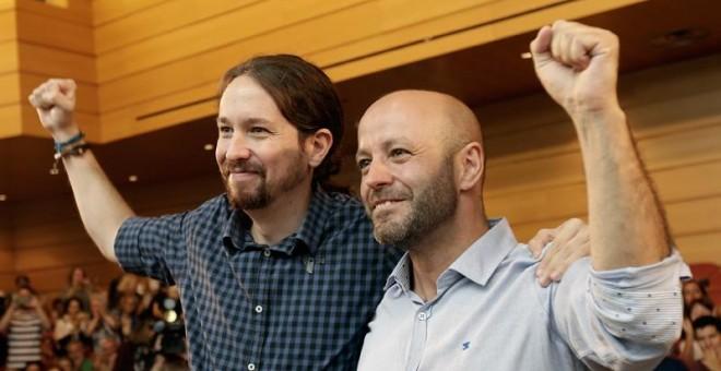 Pablo Iglesias y el candidato de En Marea, Luis Villares, en el mitin central de A Coruña. / MANUEL MARRAS