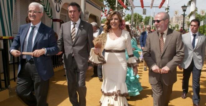 La presidenta andaluza, Susana Díaz, pasea por la Feria de Abril de Sevilla en 2014. / EFE
