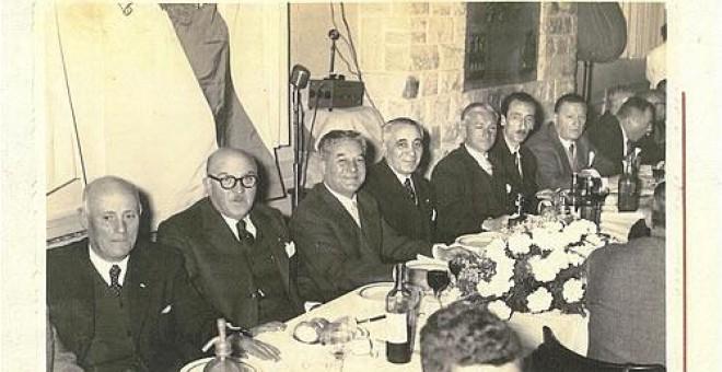 Pepe Velo, con bigote, en el Congreso de la Emigración Gallega de Buenos Aires de 1956. / FOTO-CINE E. GONZÁLEZ