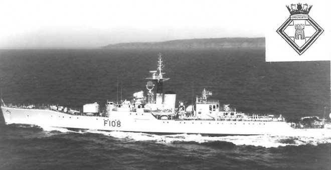 El destructor británico Rothesay, que zarpó de la isla de Santa Lucía a la caza del Santa Liberdade.