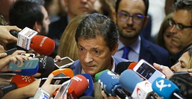El presidente de la Gestora del PSOE, Javier Fernández. - EFE