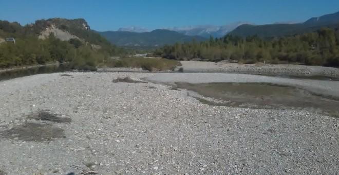 El río Cinca, uno de los afluentes más castigados por la bajada del volumen del agua
