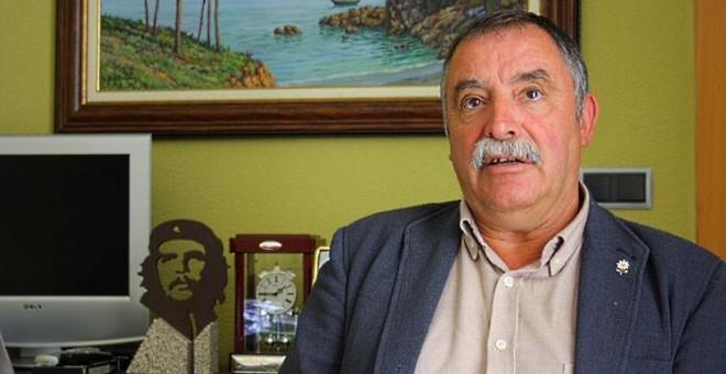 Ángel García Seoane, alcalde de Oleiros, en su despacho del Ayuntamiento. JUAN DE OLIVER