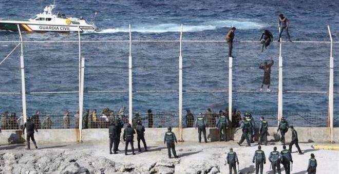 Imagen de la frontera norte de Benzú, que separa Ceuta de Marruecos por el norte/ EFE