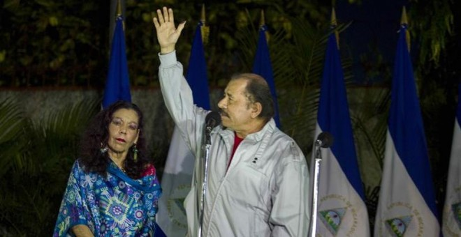 El presidente de Nicaragua, Daniel Ortega, y su esposa, Rosario Murillo, dan una rueda de prensa durante las elecciones generales nicaragüenses, en Managua (Nicaragua). / EFE