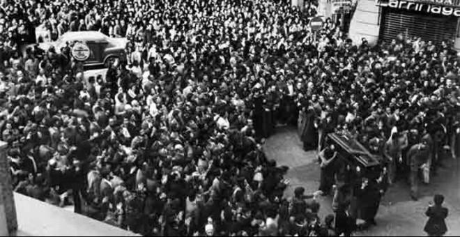 Funeral de los cinco obreros asesinados por la Policía en Vitoria.- EFE