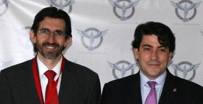 El empresario y presidente de Educatio Servanda, Juan Carlso Corvera, junto al alcalde de Alcorcón, David Pérez.