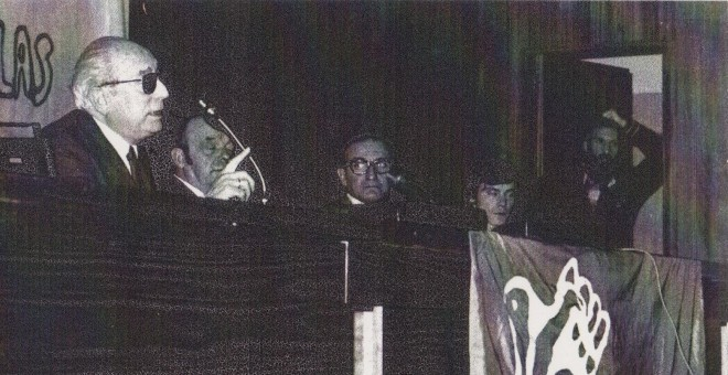 Tierno Galván, José Doldán, Jorge Enjuto, Santiago Pazos y José María de la Viña, durante un acto del PSP en Carballo.