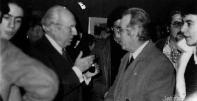 Tierno Galván y Jesús Rodríguez Conde, candidato del PSP a la Alcaldía de Carballo en 1979. / ARCHIVO XAN FRAGA