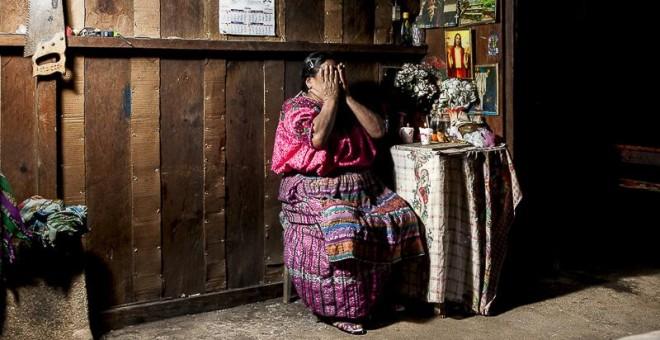 Vicenta tiene 64 años y vive en San Jorge de la Laguna. Durante los años del genocidio guatemalteco, ella y su familia se trasladaron a la Ciudad de Guatemala para huir de la limpieza étnica. Ahora es ciega y depende de su hija./ G. G.