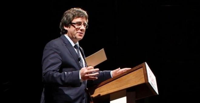 El president de la Generalitat, Carles Puigdemont, durante su conferencia  en el Teatre Romea de Barcelona. EFE/Alejandro García