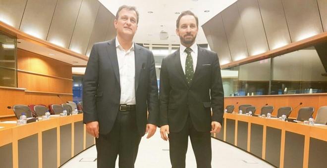 Louis Aliot, del Frente Nacional junto a Santiago Abascal, presidente de Vox.