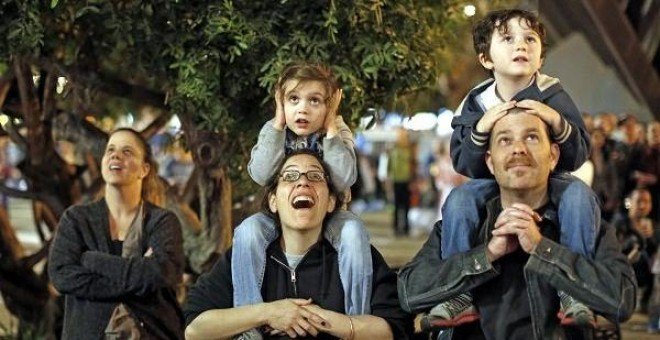 La renta mediana de las familias españolas pasó de los 27.70 euros a los 22.700 entre 2008 y 2014. | EFE