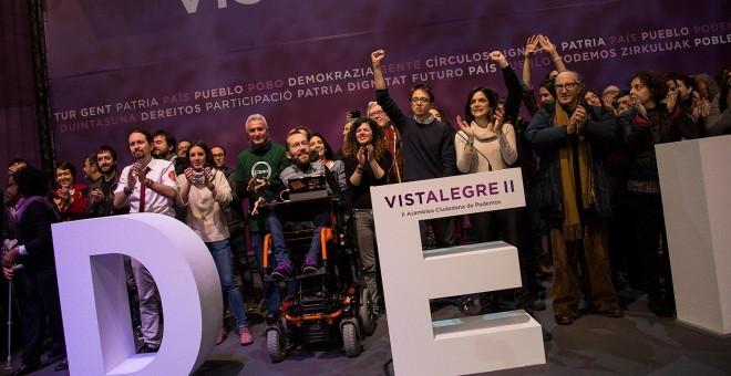 Los miembros del Consejo Ciudadano de Podemos (entre ellos, Pablo Iglesias, Irene Montero, Diego Cañamero, Pablo Echenique, Sofía Fernández, Iñigo Errejón, Clara Serra, Vicenç navarro), en el escenario tras la proclamación de los resultados de las votacio