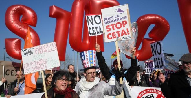 Manifestantes durante las protestas en Estrasburgo en contra del acuerdo entre la UE y Canadá (CETA), Francia / AFP